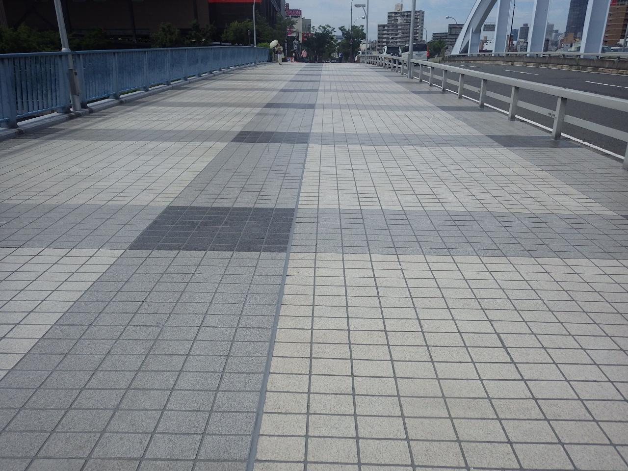 岩松橋歩道舗装補修工事-2(大阪府)